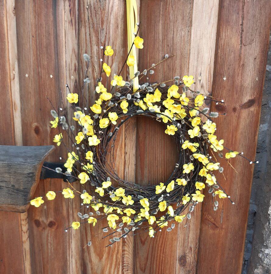 Dzeltens durvju vainags