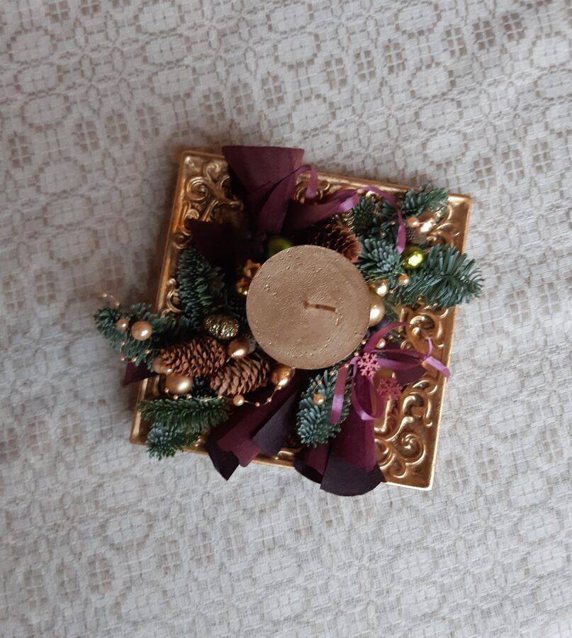 Ziemassvētku galda dekors uz šķīvja