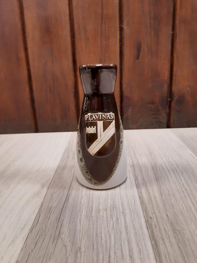 Keramikas vāze ar Pļaviņu ģerboni
